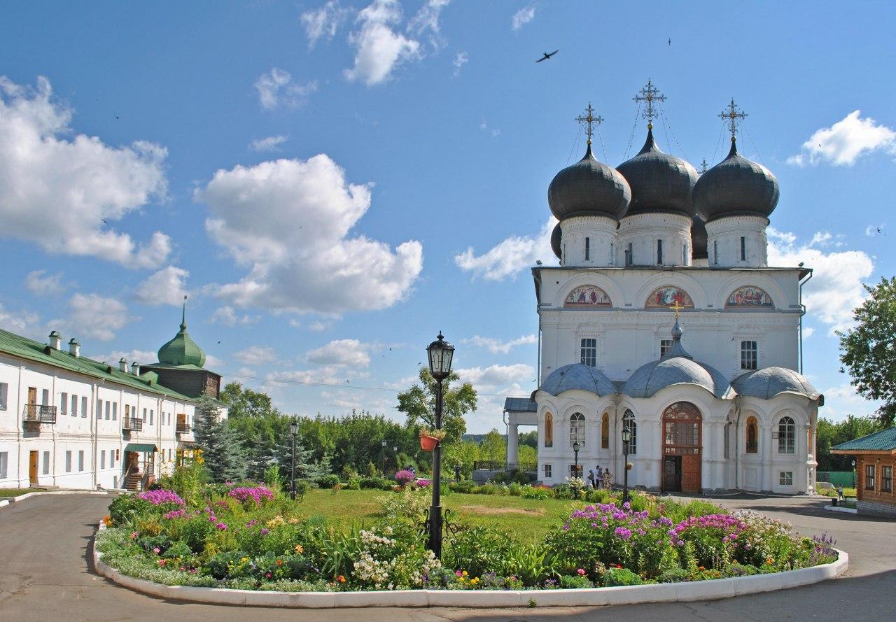 Hostel Dostoevsky Kirov - Trifonov monastery