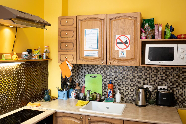 hd-hostel-kirov-mens-kitchen-1